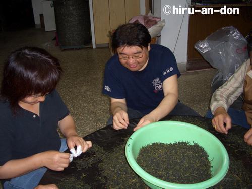 文山包種茶製茶実習の合間に「製茶作業」