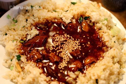 駅前食堂 麺と飯 牛筋炒飯 Mサイズ700円