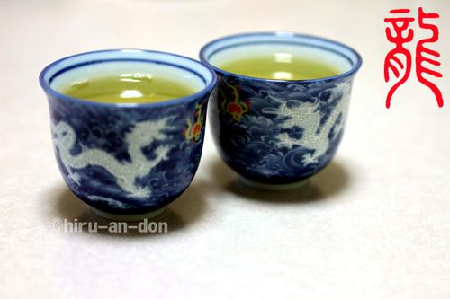 対の龍の茶杯